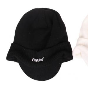 Zimní čepice ExeJns s kšiltem, černá